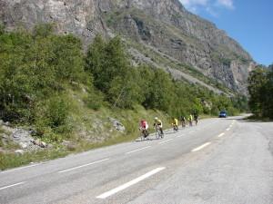 TfL 6 - Renners onderweg naar Bourg d'Oisans